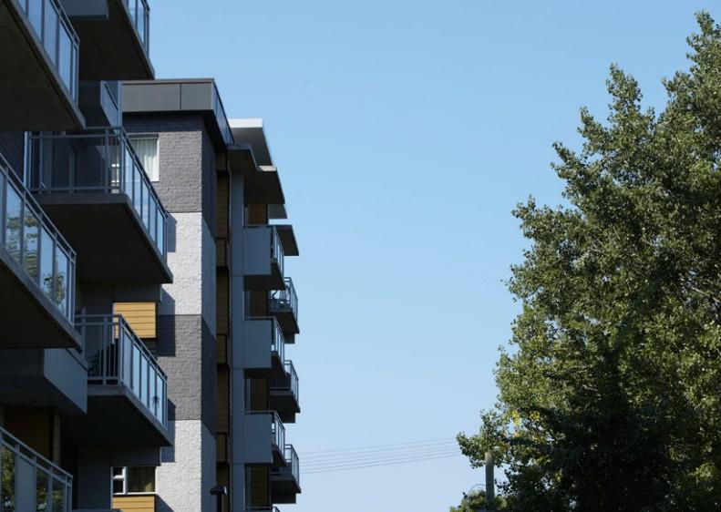 Architecture extérieure des condos Le Logix à Laval-des-Rapides.