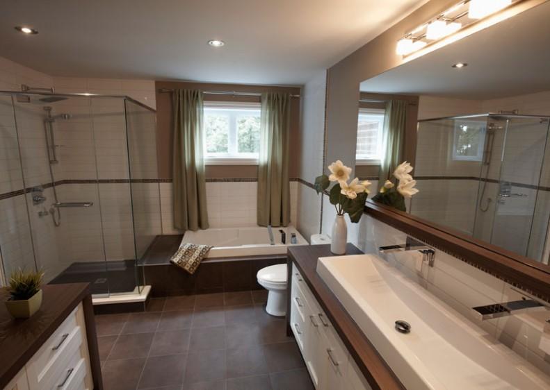 Salle de bain de luxe de notre maison modèle aux Manoirs de l'Île-Claude