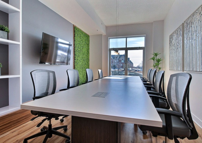 Private rooms are also available for tenants to hold meetings