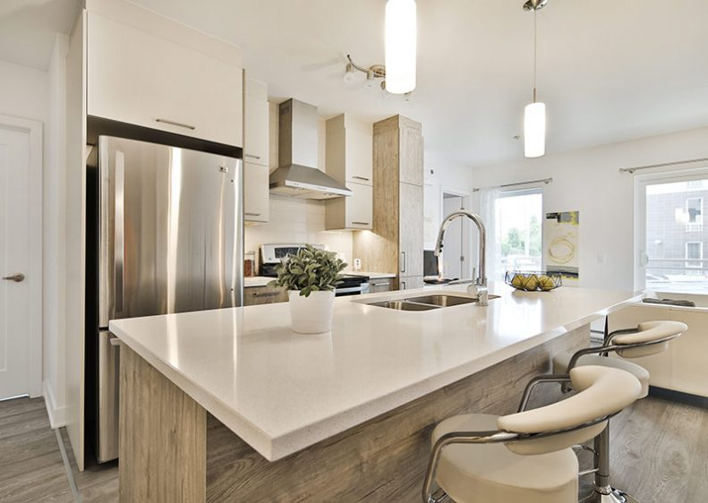 A kitchen with a large island, perfect to cook or entertain guests
