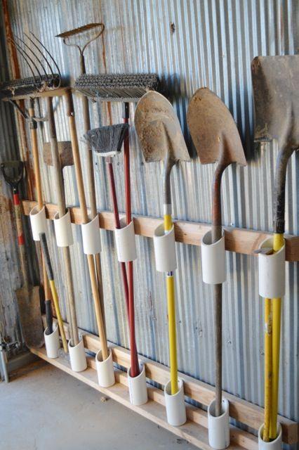 Rangement pelles et râteaux garage DiY